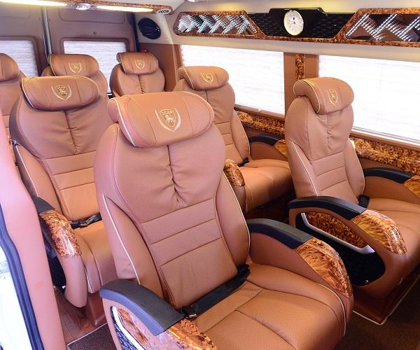 chuyên cho thuê xe limousine 12 chỗ tphcm đi vũng tàu giá rẻ