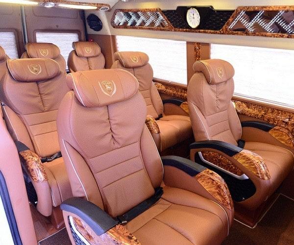 cho thue xe dcar limousine 9 cho tphcm