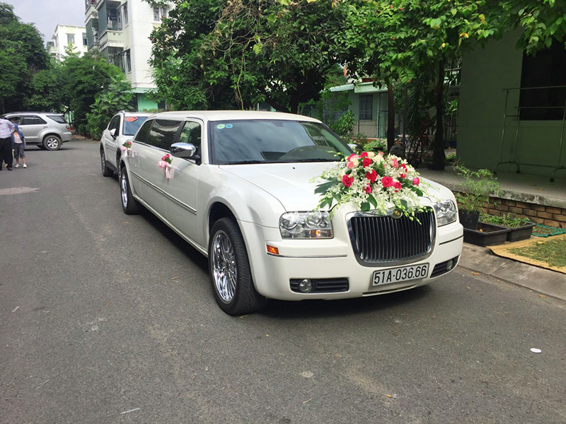 thuê xe limousine đi đám cưới hcm